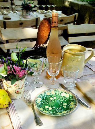 Hotel Restaurant des Deux Rocs: détails d'une table