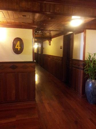 Angkor Sayana Hotel & Spa: Hallway to room