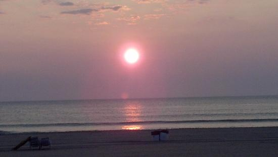 Beach Quarters Resort: VA Beach Sunrise