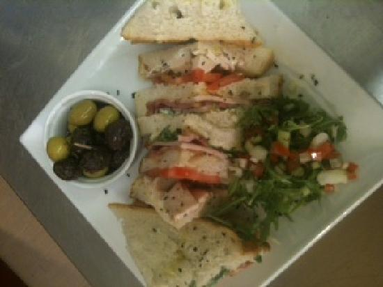Forresters Wine Bar: club sandwich