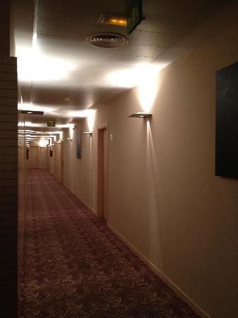 Hotel Paseo del Arte: Corridoio dell'hotel