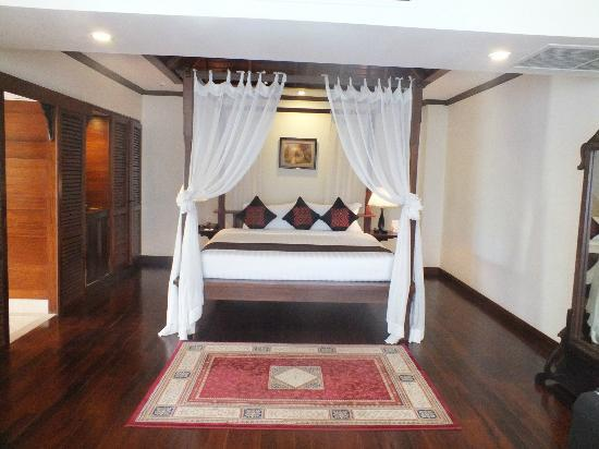Angkor Palace Resort & Spa: The bed that you don't want to leave. :D