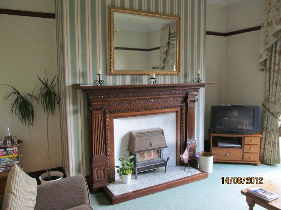 Foss Bank Guest House: TV/Sitting Room