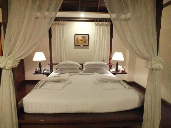 Angkor Palace Resort & Spa: Turndown