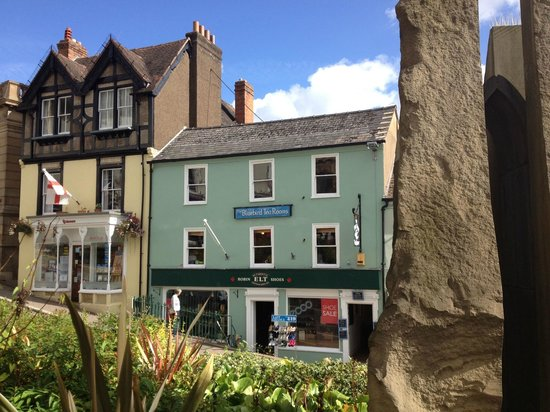 Blue Bird Tearooms: Up the stairs next to the shoe shop!
