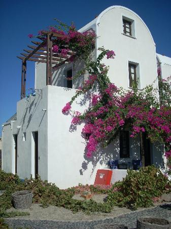 Anna Traditional Apartments: facciata esterna