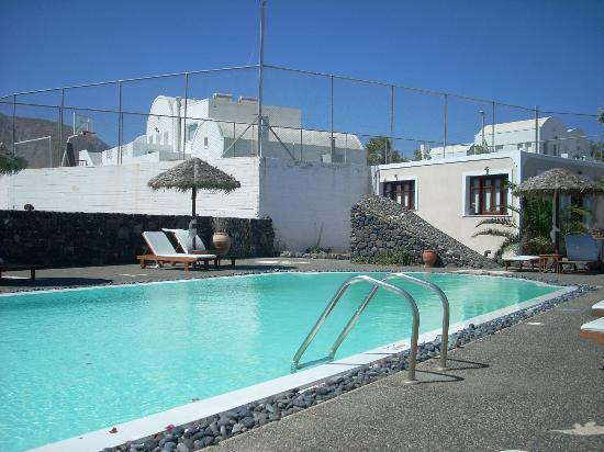 Anna Traditional Apartments : piscina