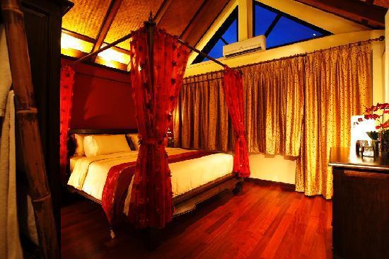Sunset Apartment Phuket: Master Bedroom