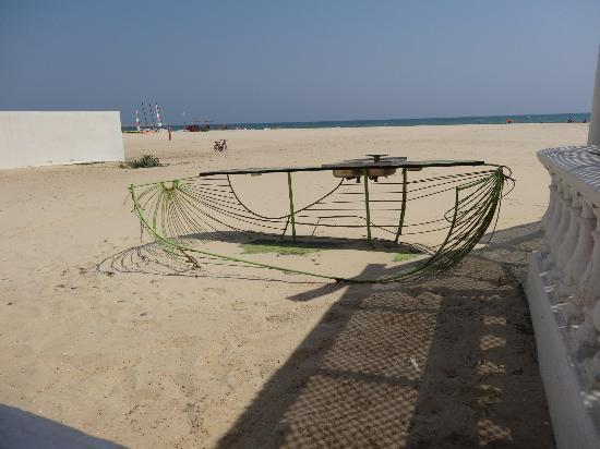 Club Med Hammamet: du restaurant de la plage: carcasse d'un ancien bar