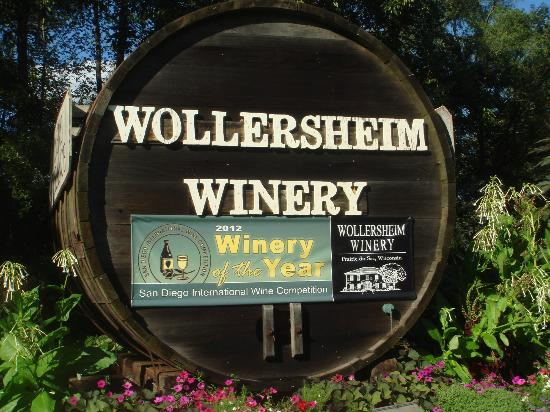 Wollersheim Winery & Distillery: Roadside sign surrounded by beautiful garden