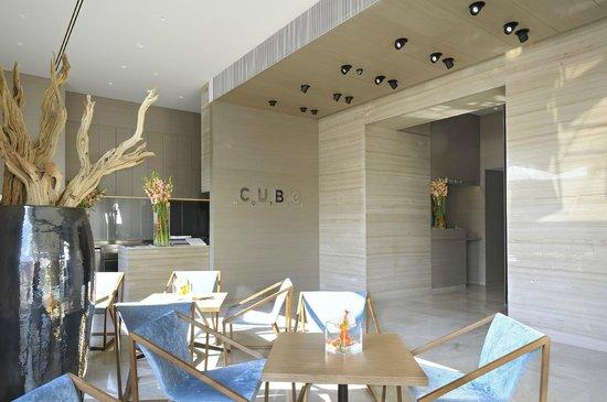 Hotel Cubo: Loby bar