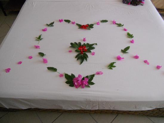 Jaz Mirabel Club: A lovely touch, bed decoration made from flowers. :)