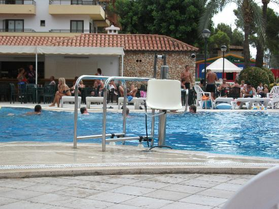 BQ Belvedere Hotel: disabled chair for getting in and out of swimming pool