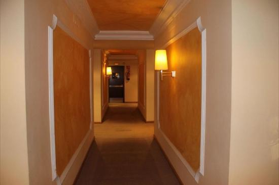 Hotel Sansi Park: foto pasillo