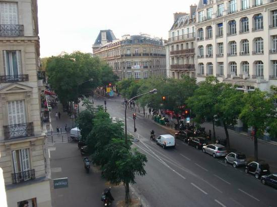 Ibis Paris Avenue de la Republique: Outside view from our room