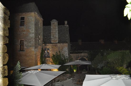 Restaurant Le Chateau: by night : vue du chateau et de la terrasse