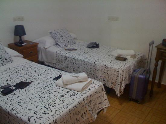 Hostal MH Fuencarral: camera twin