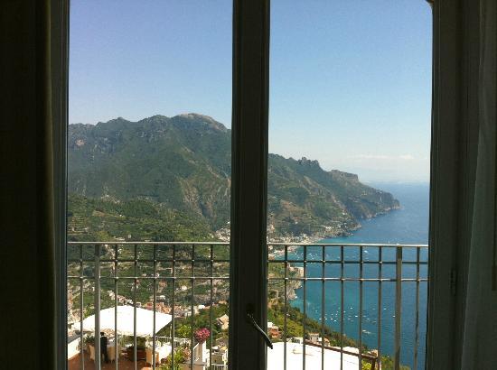 Hotel Villa Fraulo: 三つの窓からバルコニーに出られるようになっている