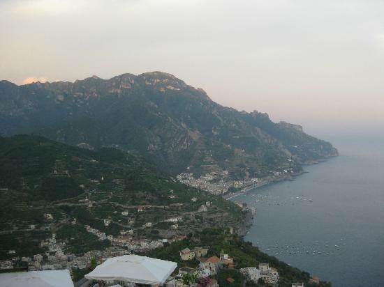 Hotel Villa Fraulo: アマルフィ海岸を眼下に望む