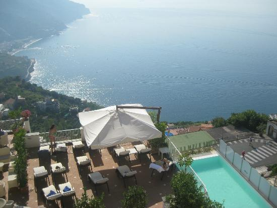 Hotel Villa Fraulo: 外のプールは小さくて幅が狭い