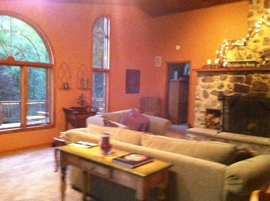 Black Dog Lodge: Great room with field stone fireplace