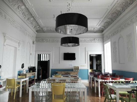 Lisb'on Hostel: Dining room