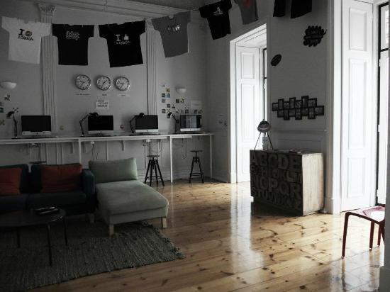 Lisb'on Hostel: Computer & chill room