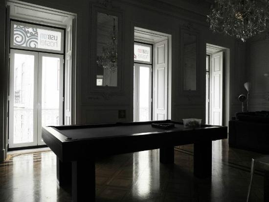 Lisb'on Hostel: Pool table
