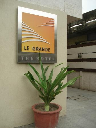 Le Grande Residency: Outside sign