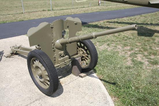 Motts Military Museum: canon Français de 25 ?