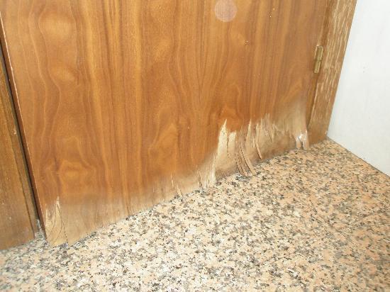 Sercotel Togumar: porta del bagno marcia da ambo i lati