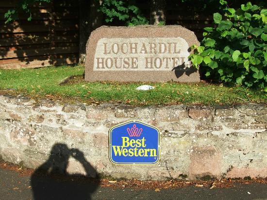 BEST WESTERN PLUS Inverness Lochardil House Hotel: Easy to find - and you can see the sun does shine here!