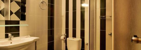 Nikos Vergos : Bathroom