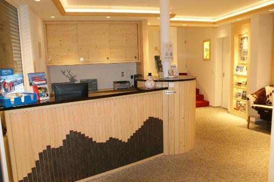 Hotel Hirschen: Rezeption - Umgebaut im Frühling 2011