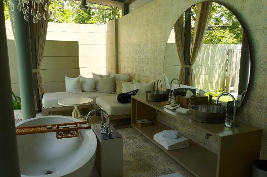 SALA Phuket Resort and Spa: The Bath Room