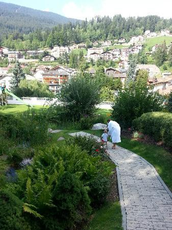 Hotel Gardena Grodnerhof: the garden