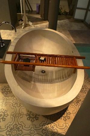 SALA Phuket Resort and Spa: The Bath Tube