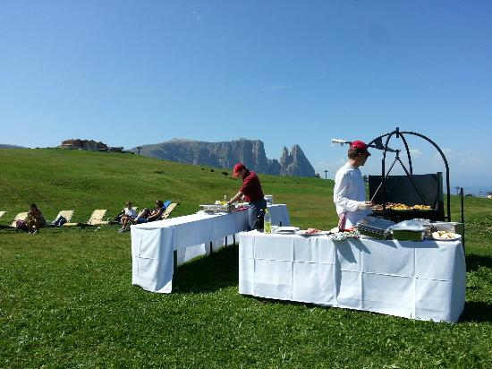 Hotel Gardena Grodnerhof: exceptional barbecue at alpe di suisi