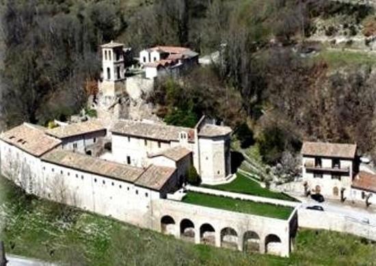 Ristorante Guaita S. Eutizio: abbazia Sant'Eutizio e Ristorante Guaita 