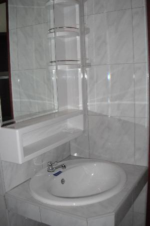 Forest Patong Hotel: Presentable wash basin