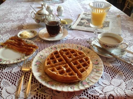 Camellia House Bed & Breakfast: My Breakfast this morning!!! I sent this same picture to my best friend with the caption Na Na-N