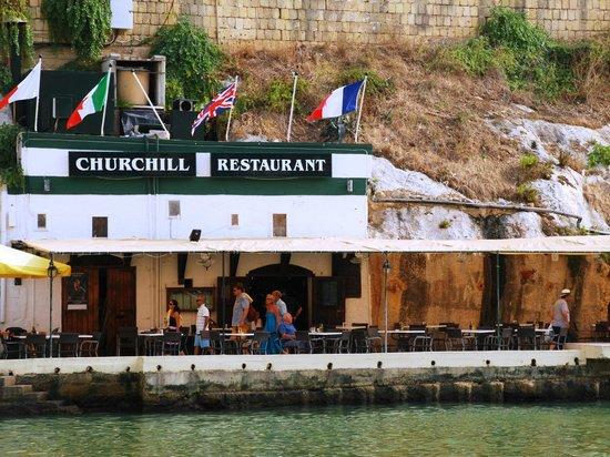 Churchill Restaurant: Frontview of the restaurant