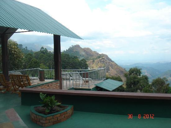 Hilltop Guest House : view of little adam's peak from Hilltop