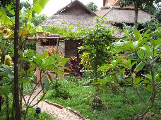 Le Bout du Monde - Khmer Lodge : Vue de l'entrée d'1 des villas khmères