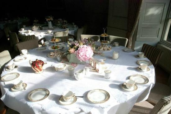 Washingborough Hall Country House Hotel: afternoon tea!