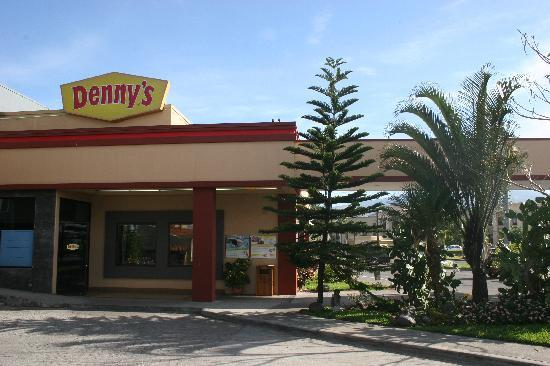 Denny's Frente al Aeropuerto