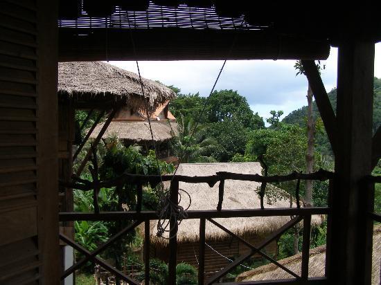 Le Bout du Monde - Khmer Lodge : Vue sur le restaurant de la terrasse