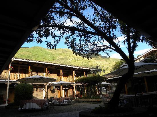 Hacienda Uzhupud: Atardecer en la Plaza Doña Esther