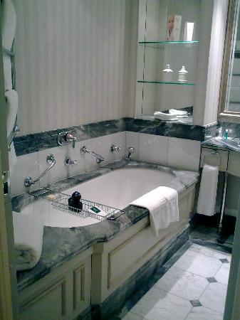 Hotel Kamp: Bathroom