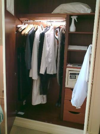 Hotel Kamp: cupboard
